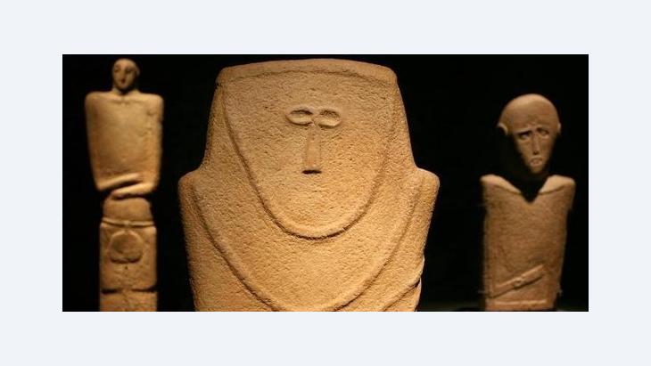 Frühe Menschenbilder aus Stein (4. Jahrtausend v.u.Z.) im Pergamonmuseum in Berlin; Foto: dpa