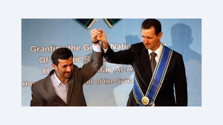 Syriens Präsident Assad erhält vom iranischen Präsidenten Ahmadinedschad in Teheran eine Auszeichnung, Foto: AP