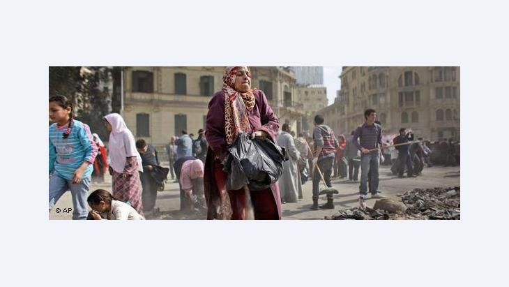 Aufräumen auf dem Tahrir-Platz; Foto: AP