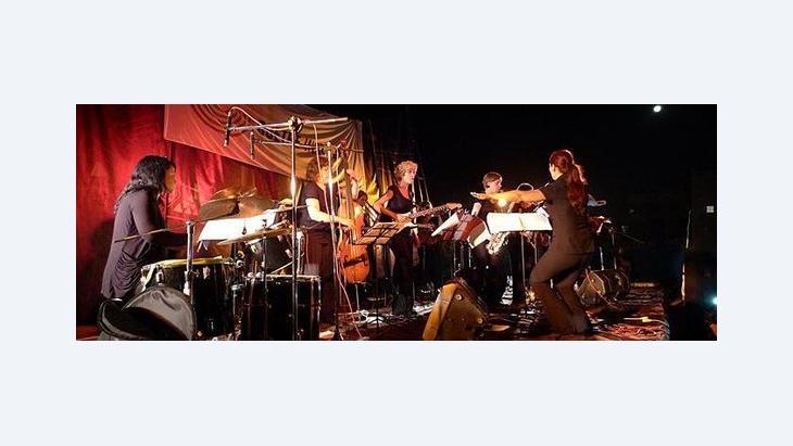 Das German Women Jazz Orchestra auf der Bühne; Foto: GI/Jörg Schumacher