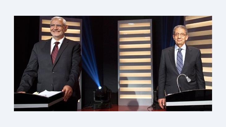 Die beiden Präsidentschaftskandidaten Amr Moussa (r.) und Abdel Moneim Aboul Fotouh; Foto: picture-alliance/dpa