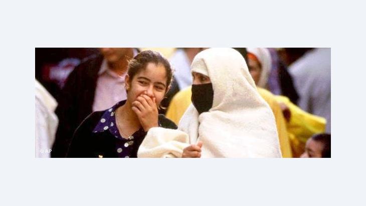 Marokkanerinnen mit und ohne Verhüllung; Foto: AP