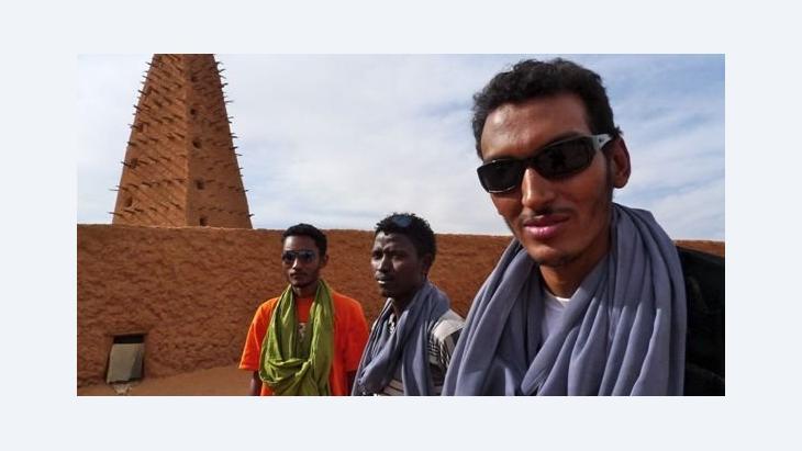 Omar ''Bombino'' Moctar und seine Band; Foto: Ron Wyman/bambinoafrica.com