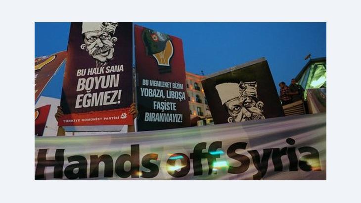 Hände weg von Syrien: Anti-Kriegsdemonstration auf dem Taksim-Platz in Istanbul; Foto: AP/dapd