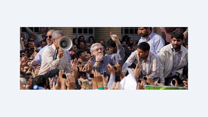 Oppositionsführer Mussawi in Teheran; Foto: AP