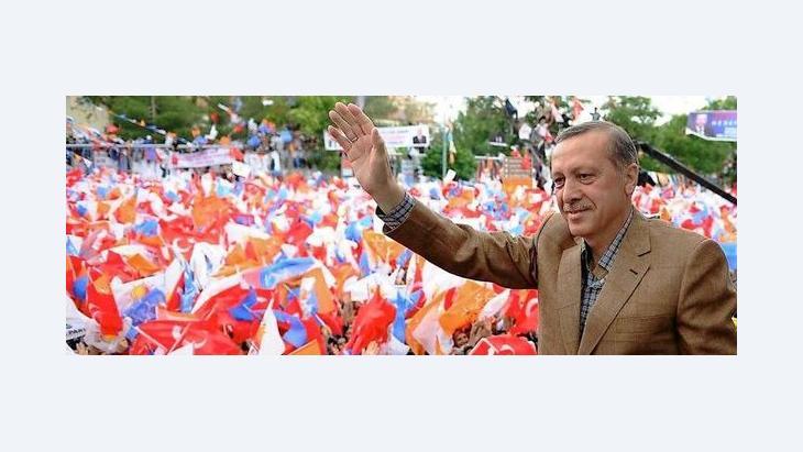 Premier Recep Tayyip Erdogan auf einer AKP-Wahlveranstaltung; Foto: dpa