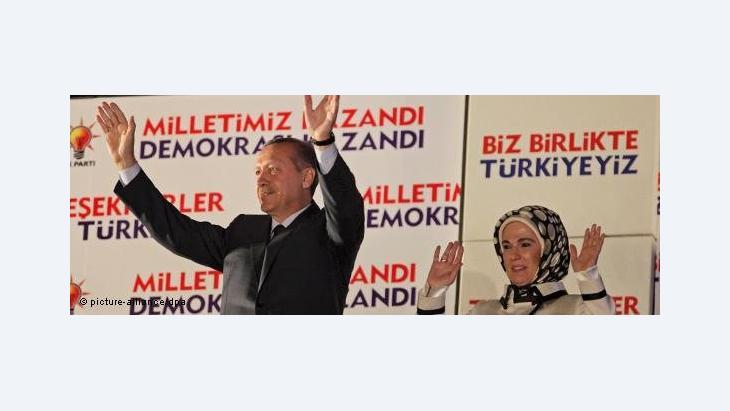 Erdogan mit seiner Frau während des Wahlkampfes; Foto: picture-alliance/dpa