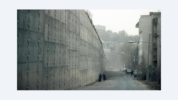 Außenmauer des Evin-Gefängnisses in Teheran, Foto: dpa