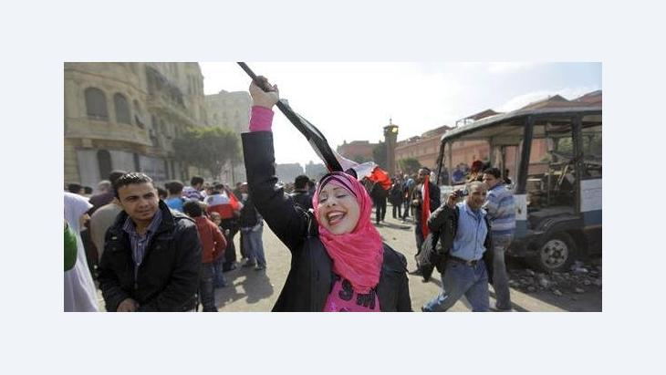 Demonstrantin in Kairo nach dem Sturz Mubaraks; Foto: AP