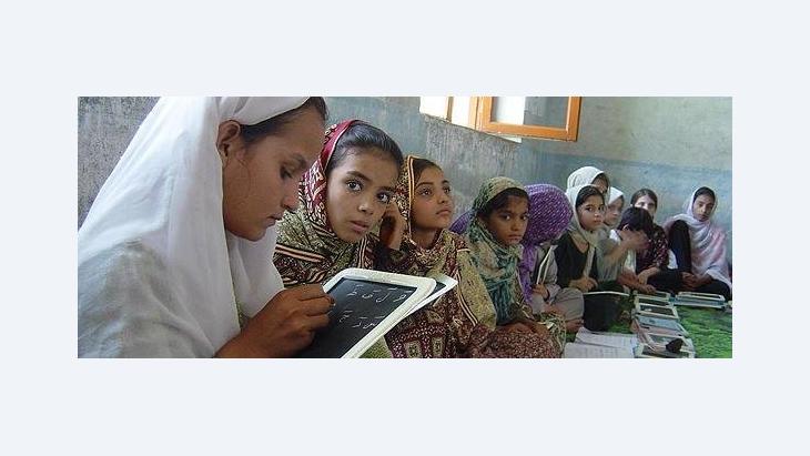 Mädchen in einer Schulklasse in Kabul; Foto: UNICEF/DW