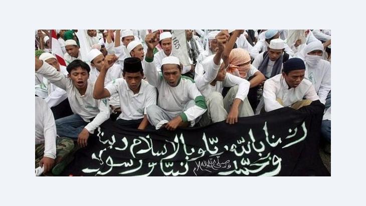 Radikale Islamisten während einer Kundgebung in Jakarta im Jahr 2006; Foto: dpa