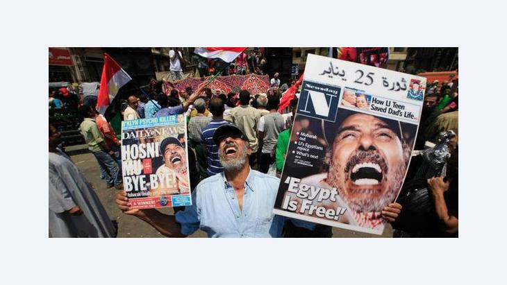 Demonstrant auf dem Tahrirplatz in Kairo nach dem Rücktritt Mubaraks; Foto: AP