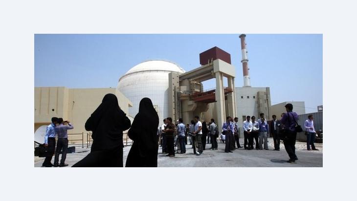Besucher der Atomanlage Bushehr; Foto: dpa