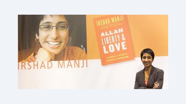 Irshad Manji und ihr neues Buch Allah. Liberty & Love; Foto: Christoph Dreyer