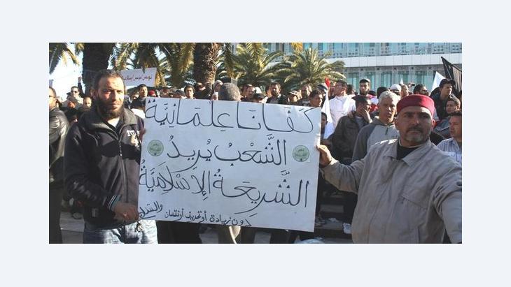 Islamisten in Tunis fordern die Einführung der Scharia; Foto: DW