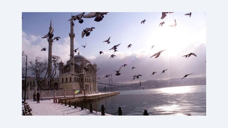 Istanbul, Ortakoy Moschee; Foto: AP/Murad Sezer