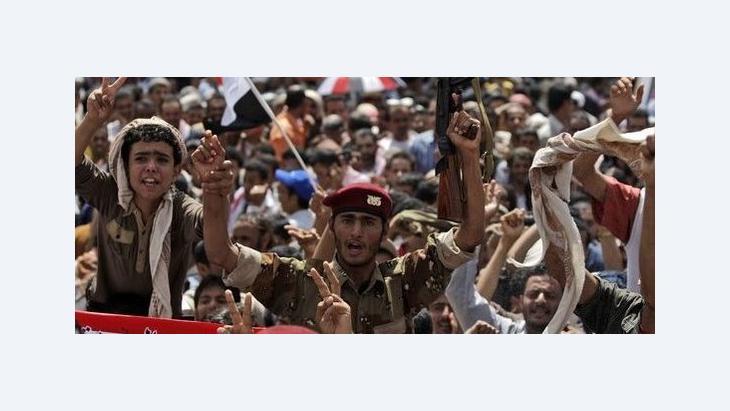 Jubel in den Straßen Sanaas über die Ausreise Salihs nach Saudi-Arabien; Foto: AP