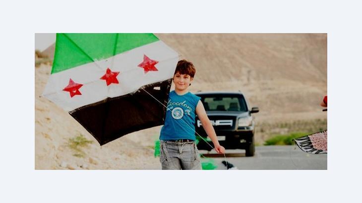 Junge mit Drachen in der von den Rebellen befreiten syrischen Stadt Yabroud; Foto: DW
