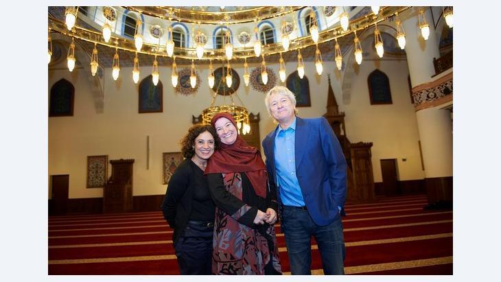 v.l.n.r.: Adriana Altaras, Zehra Yilmaz, Jürgen Becker; Foto: WDR/Melanie Grande