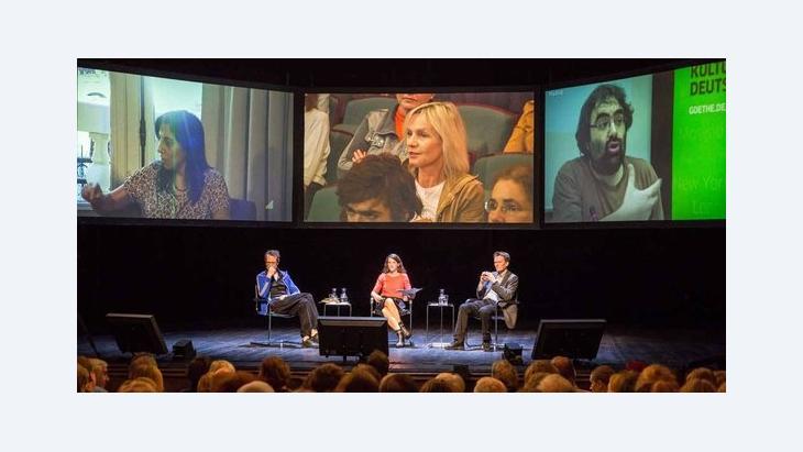 Projekt Mapping Democracy: Podium in den Münchner Kammerspielen; Foto: Judith Buss