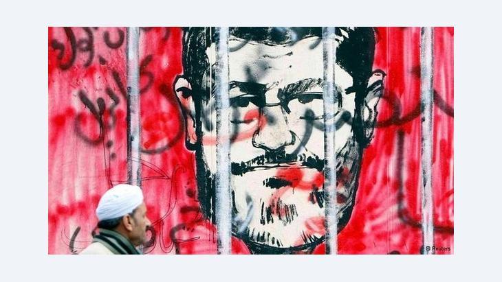 Karikatur Präsident Mursis in Kairo; Foto: Reuters