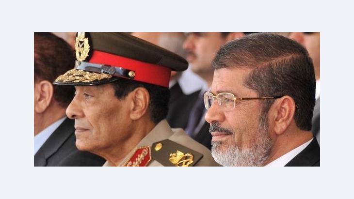 Verteidigungsminister Mohammed Hussein Tantawi (l.) und der ägyptische Präsident Mohammed Mursi; Foto: picture-alliance