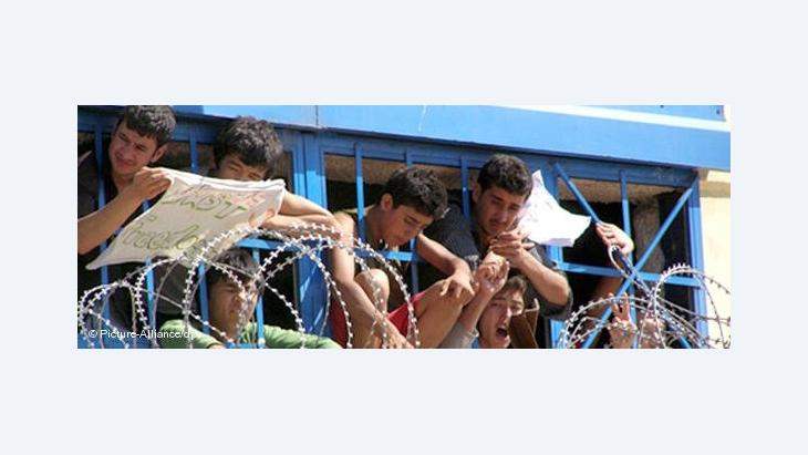 Flüchtlinge in einem Aufnahmelager auf der griechischen Insel Lesbos, Foto: AP