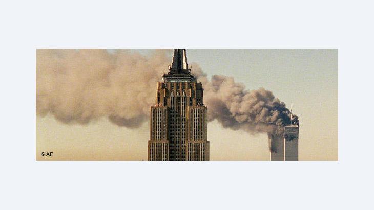 Twin Towers nach dem Einschlag des ersten Flugzeugs am 11. September 2001; Foto: AP