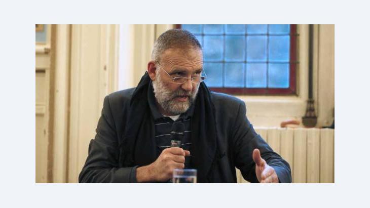 Der italienische Priester Paolo Dall'Oglio, der im Juni 2012 von der syrischen Regierung des Landes verwiesen wurde, spricht auf einer Konferenz in Paris über die Situation syrischer Christen; Foto: AFP/Getty Images