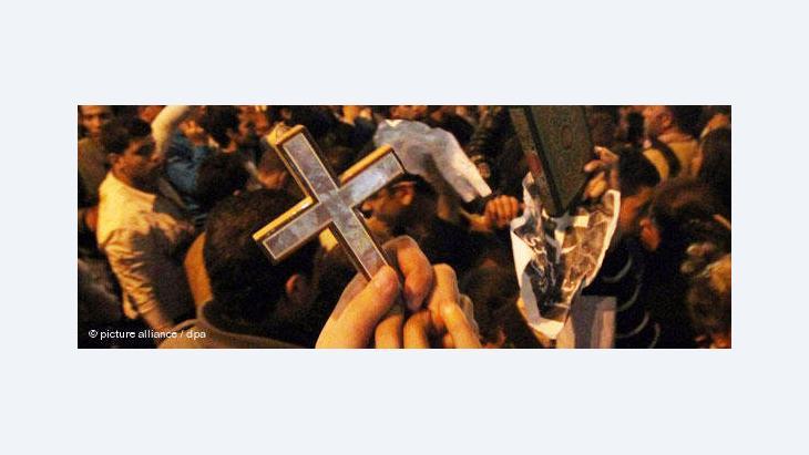 Kopten und Muslime demonstrieren in Kairo gegen den Anschlag auf eine Kirche in Alexandria am 1. Januar 2011; Foto: dpa