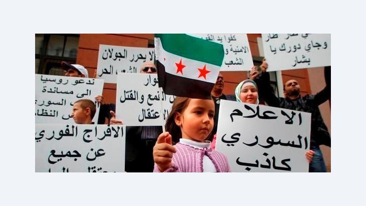 Demonstration gegen das Assad-Regime vor der syrischen Botschaft in Moskau; Foto: AP