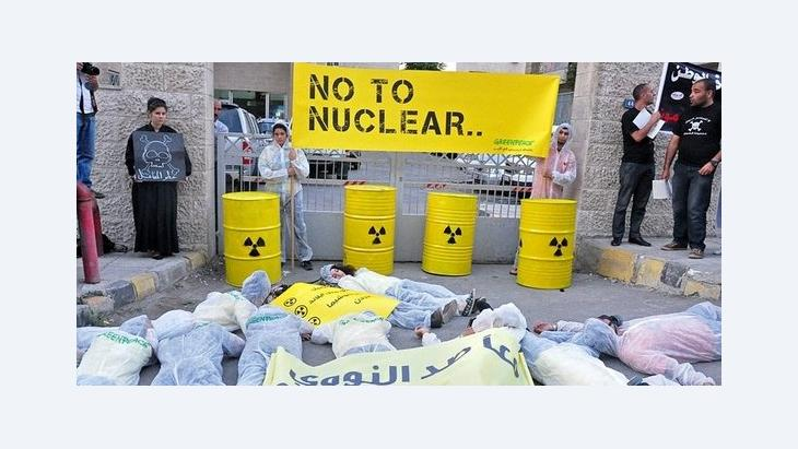 Protest von Greenpeace-Aktivisten vor dem Energieministerium in Amman; Foto: © Greenpeace