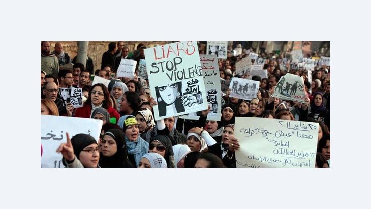 Demonstration gegen Polizeigewalt gegen Frauen auf dem Tahrir-Platz in Kairo; Foto: AP/dapd