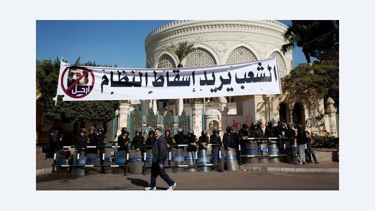 Das Volk will den Sturz des Systems: Proteste gegen Mursi vor dem Präsidentenpalast in Kairo; Foto: AP