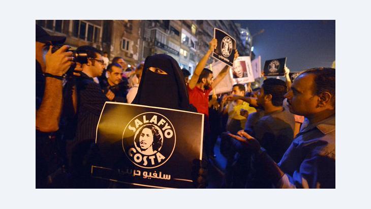 Mitglieder der ''Salafyo Costa'' demonstrieren gegen Gewalt an christlichen Kopten durch Sicherheitskräfte; Foto: Khaled Desouki/AFP/GettyImages