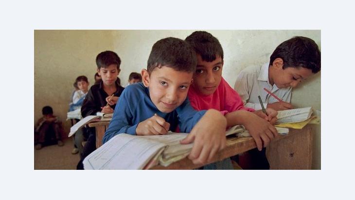 Schüler an einer irakischen Schule in Sadr City; Foto: AP