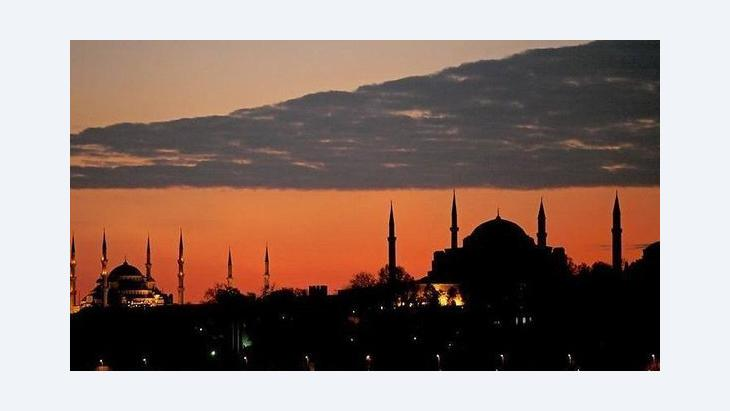 Sonnenuntergang in Istanbul, Silhouette der Stadt; Foto: dpa/picture-alliance
