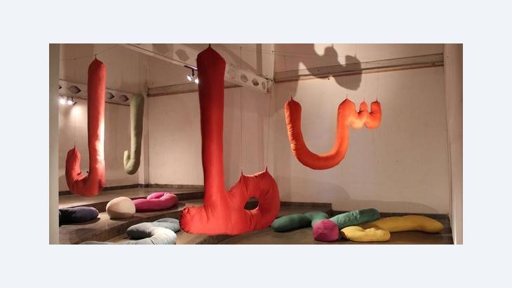 Installation Stitching the Wounds der Performancekünstlerin Arahmaiani; Foto: Christina Schott