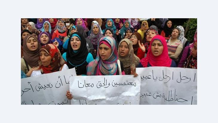 Studentinnen demonstrieren gegen das Mubarak-Regime in Kairo; Foto: Fady Ezzat