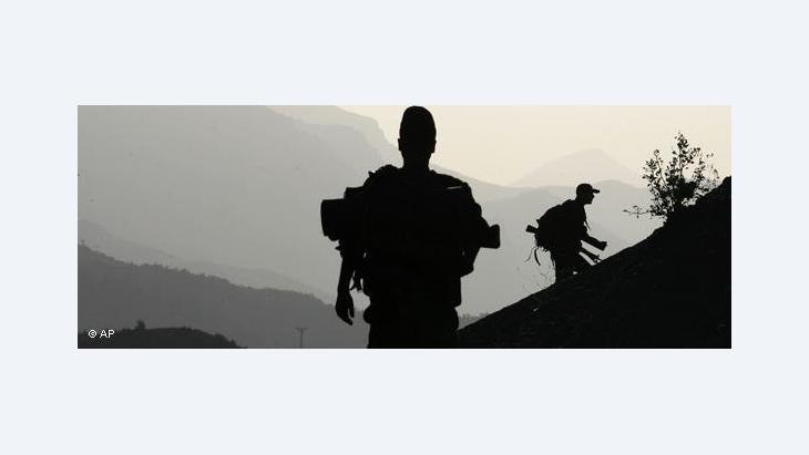 Einheiten der türkischen Armee rücken gegen die PKK im türkisch-irakischen Grenzgebiet vor; Foto: AP