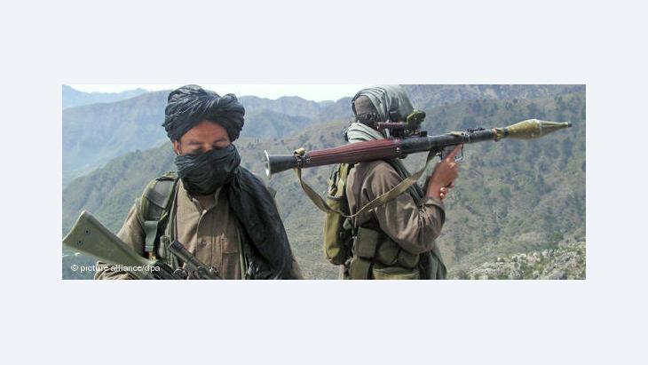 Bewaffnete Taliban in Pakistan; Foto: dpa