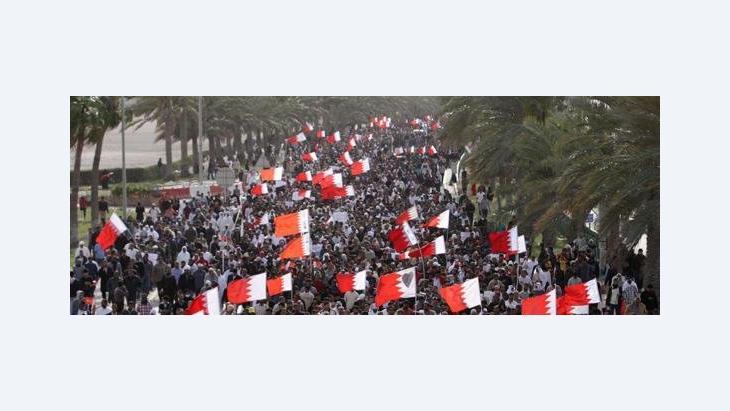Protestmarsch vn Demonstranten zur saudi-arabischen Botschaft in Manama; Foto: AP