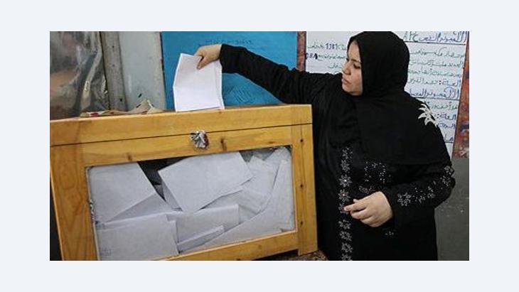 Ägypterin bei der Stimmabgabe während der ersten Runde der Präsidentschaftswahl; Foto: dpa
