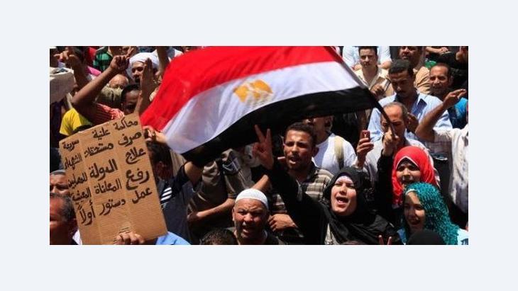 Demonstranten auf dem Tahrir-Platz in Kairo; Foto: AP