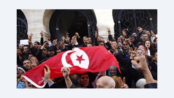 Demonstranten der tunesischen Demokratiebewegung in Tunis; Foto: dpa