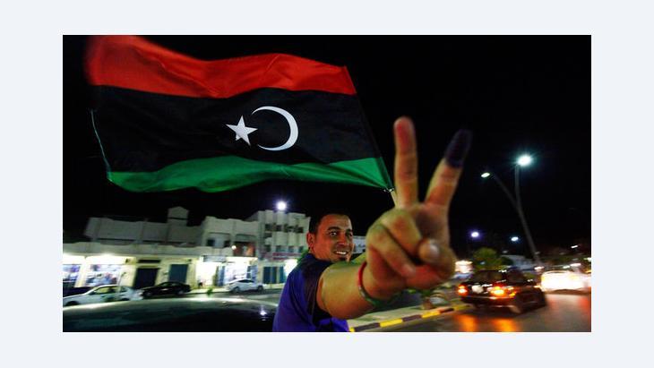 Libyer nach der Wahl zur Verfassungsgebenden Versammlung; Foto: Reuters