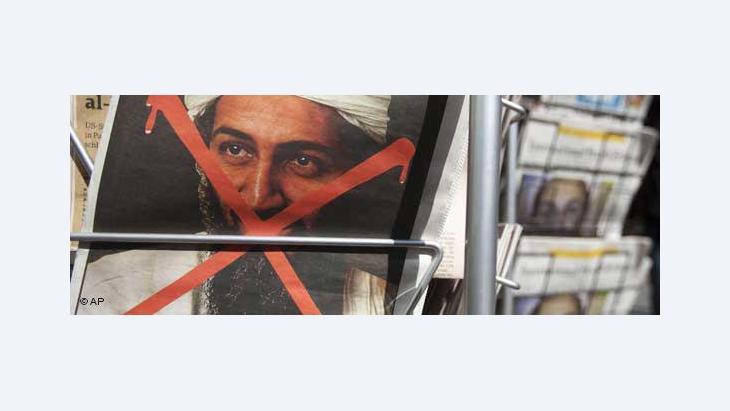 Das Titelbild einer Zeitung in Berlin zeigt das rot durchgestrichene Porträt Bin Ladens; Foto: AP