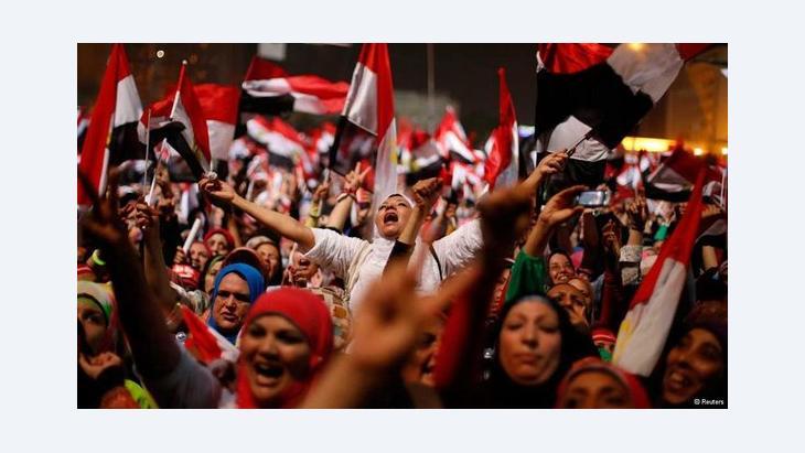 Jubelnde Ägypter auf dem Tahrir-Platz in Kairo nach der Absetzung Mursis; Foto: Reuters