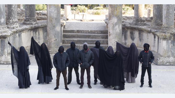 Aufführung von Fadhel Jaibis Theaterstück 'Tsunami' in Dougga; Foto: Sarah Mersch