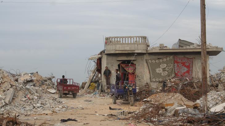 Leben in Trümmern: Umm Fadi Al-Najjars Haus in der Stadt Khuza, Gazastreifen; Foto: Ylenia Gostoli